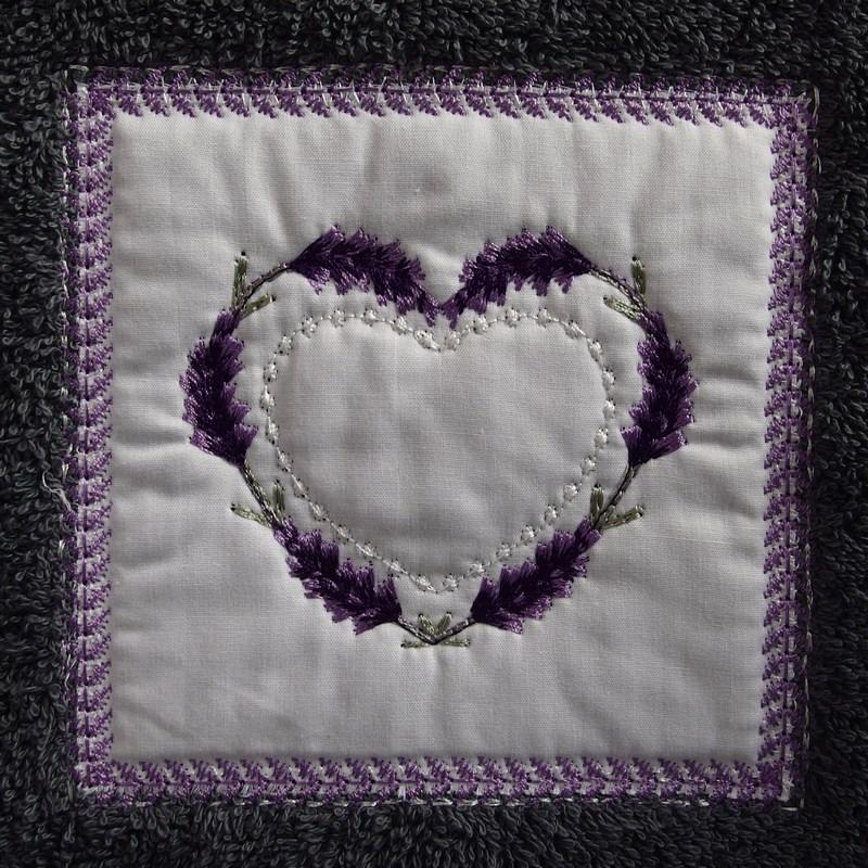 drap de douche 70x140cm coton gris fonc c ur lavande au fil du lin. Black Bedroom Furniture Sets. Home Design Ideas