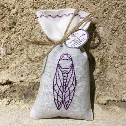 sachet de lavande lin blanc broderie cigale lilas