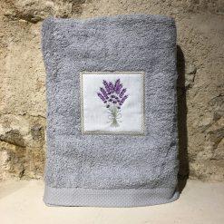 drap de douche 70x140 coton gris clair broderie bouquet lavande lilas