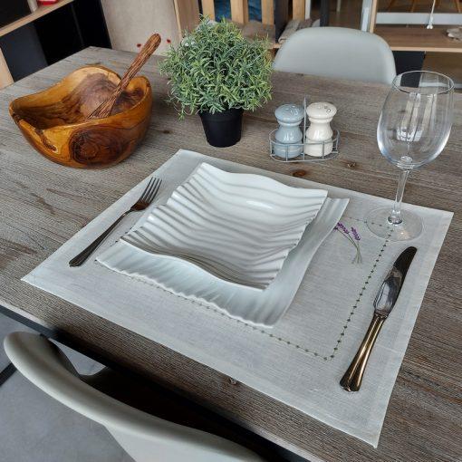 set de table lin enduit blanc broderie lavande
