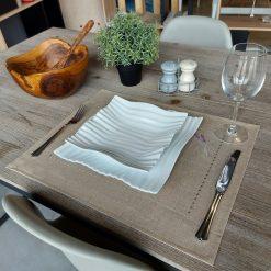 set de table lin enduit naturel broderie lavande